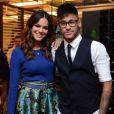 Depois de Bruna Marquezine prestigiar Neymar em momentos importantes da carreira, chegou a vez do craque marcar presença em um evento da namorada. A atriz chegou acompanhada do jogador para assistir ao último capítulo de 'Em Família' junto com o elenco e equipe da novela, em 18 de julho de 2014