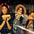 Bruna Marquezine entrou no clima caipira e curtiu festa julina entre amigos na noite de 20 de julho de 2014