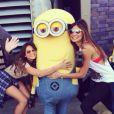 Bruna Marquezine foi clicadase divertiu no parque Universal Studios em 20 de agosto de 2014, em Los Angeles. A atriz estava com a amiga Stephannie Oliveira, filha do ex-jogador Bebeto