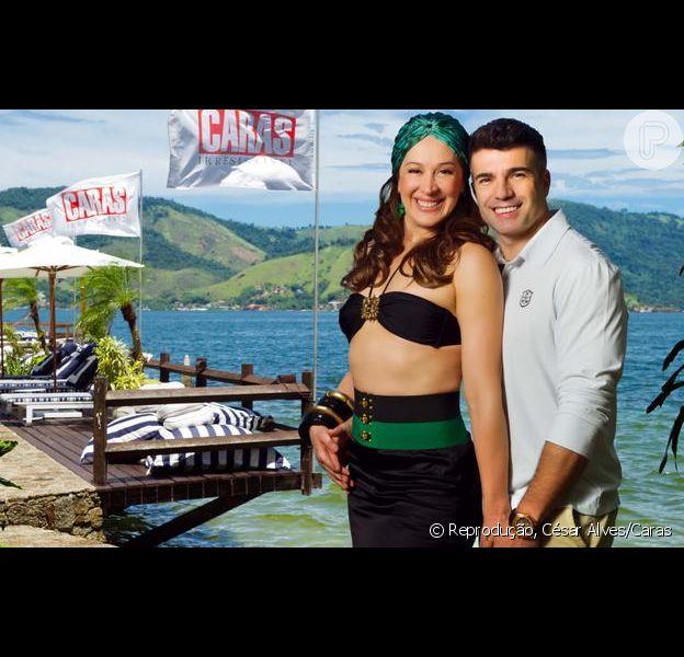 Claudia Raia e Jarbas Homem de Mello posam juntos para a revista 'Caras', de 20 de março de 2013