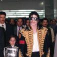 Michael Jackson enviou um convite de casamento por intermédio do empresário, mas a loira não aceitou o pedido pois não estava apaixonada pelo rei do pop. A revelação foi feita pela apresentadora ao 'Fantástico
