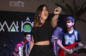 Wanessa deixa barriga à mostra em look curto durante show em São Paulo
