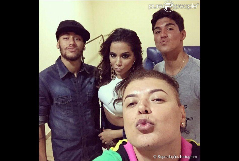 Neymar Canta Com Anitta Em Festa Com Presença De Gabriel