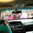 Xuxa chega ao Projac para gravar seu programa especial de aniversário acompanhada do namorado, Junno Andrade, e o carro da loira é cercado por fãs; o casal é clicado por uma pessoa no banco de trás, que publica a foto na página oficial da apresentadora no Facebook, em 25 de março de 2013