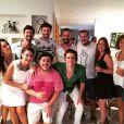 A atriz Fabíula Nascimento se juntou ao namorado, Gil Coelho, e um grupo de amigos