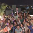 Alexandre Nero deu um tempo do seu Comendador e curtiu a virada do ano na companhia da namorada, Karen Brusttolin, e dos amigos em uma festa no Recreio dos Bandeirantes, Zona Oeste do Rio de Janeiro. 'Declaro a bagaça oficialmente aberta', escreveu na legenda da foto posta em suas redes sociais