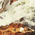 Thaila Ayala também curtiu o verão na cachoeira. Com um biquíni mais discreto e confortável, a atriz fica mais à vontade para escalar pedras e encarar as quedas d'água