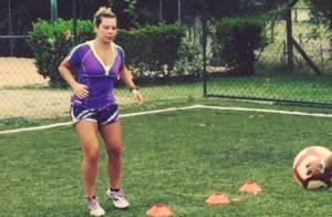 Fernanda Souza treina futebol com personal para manter boa forma: 'Estimulante'