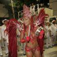 Para a sua estreia no Carnaval do Salgueiro, como rainha de bateria em 2008, Viviane Araújo vestiu uma fantasia toda vermelho para reinar com o samba 'O Rio de Janeiro Continua Sendo'