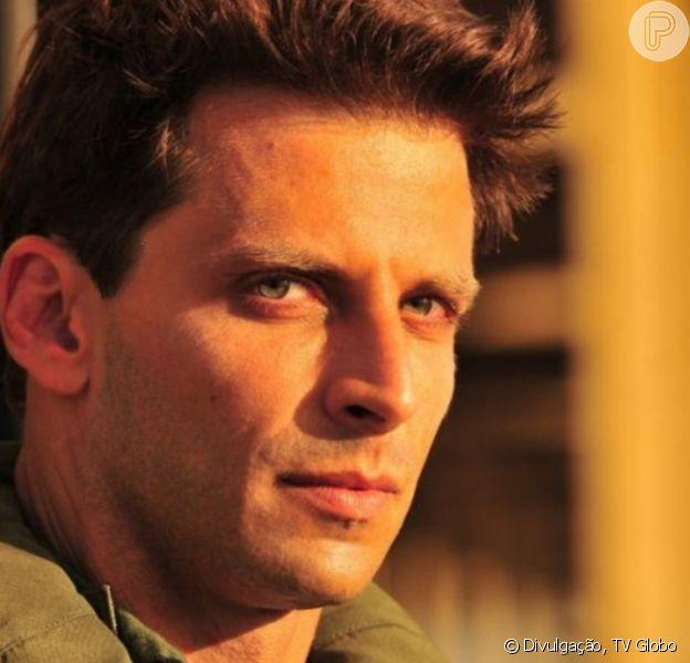 Na novela 'Flor do Caribe', Cassiano (Henri Castelli) vai ser desprezado pelo filho, Samuca (Vitor Figueiredo)