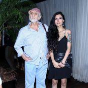 Francisco Cuoco leva a namorada 53 anos mais nova a evento com famosos