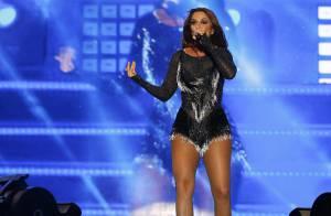 Ivete Sangalo exibe pernas torneadas em show e fala sobre Carnaval: 'Quente'