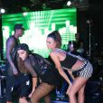 Thaila Ayala também já fez o quadradinho de 4 ao lado de Anitta durante um show no Rio de Janeiro