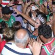 Susana Vieira samba com o público da Grande Rio na quadra da escola