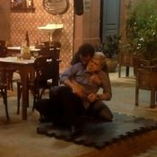'Império': Cláudio é atingido por Felipe com espeto de churrasco. Veja fotos!