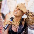 Xuxa voltou a falar sobre sua contratação pela Record após ter apagado mensagem no Facebook