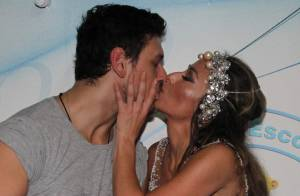 Sabrina Sato beija o namorado em festa de aniversário no ensaio da Vila Isabel