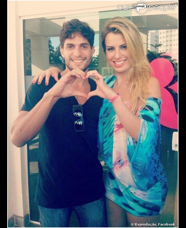 Fernanda Keulla e André Martinelli estão morando juntos em um apartamento do Leblon, na Zona Sul do Rio de Janeiro. Assessor do casal conversou com o Purepeople em 12 de abril de 2013