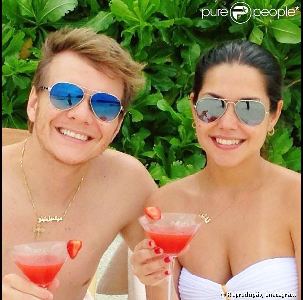 Michel Teló publica uma foto ao lado da namorada, a aniversariante Thais Fersoza, que ainda ganha uma declaração de amor pública do músico em sua página do Instagram. Foto em 13 de abril de 2013