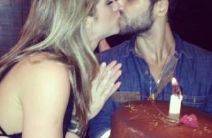 Bruno Gagliasso comemora 31 anos com bolo e beijos de Giovanna Ewbank