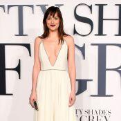 Dakota Johnson surge deslumbrante em première de 'Cinquenta Tons de Cinza'