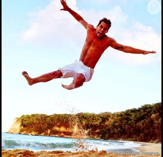 Henri Castelli se diverte em praia de Natal, no fim de novembro de 2012