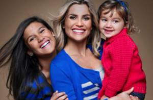 Flávia Alessandra posa com as filhas Giulia e Olivia para ensaio de Dia das Mães