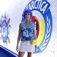 Luana Piovani confere desfile das campeãs, no Rio, em o marido, Pedro Scooby