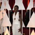 Lupita Nyong'o usou o vestido de 6 mil pérolas brancas que tem a assinatura do estilista da Calvin Klein Francisco Costa