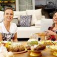 Depois da farra da cozinha, Patricia Abravanel e Eliana fizeram um lanche juntas