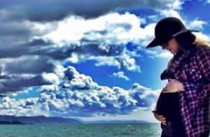 Fernanda Machado publica foto curtindo gravidez em praia dos EUA: 'Abençoada'