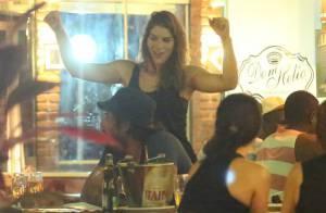 Priscila Fantin, Sheron Menezzes e Samara Felippo curtem noite em bar do Rio