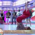 Ticiane Pinheiro deita no chão para dançar