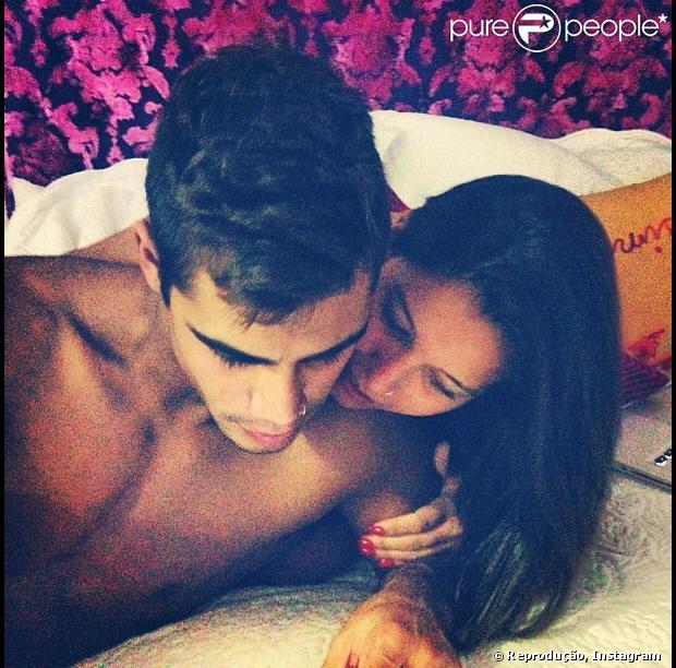 Micael Borges engata romance com carioca Heloisy Oliveira, depois de Sophia Abrahão assumir namoro com Fiuk, nesta quarta-feira, 24 de abril de 2013