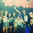 Micael Borges e Heloisy Oliveira aparecem juntos com amigos em foto da rede social