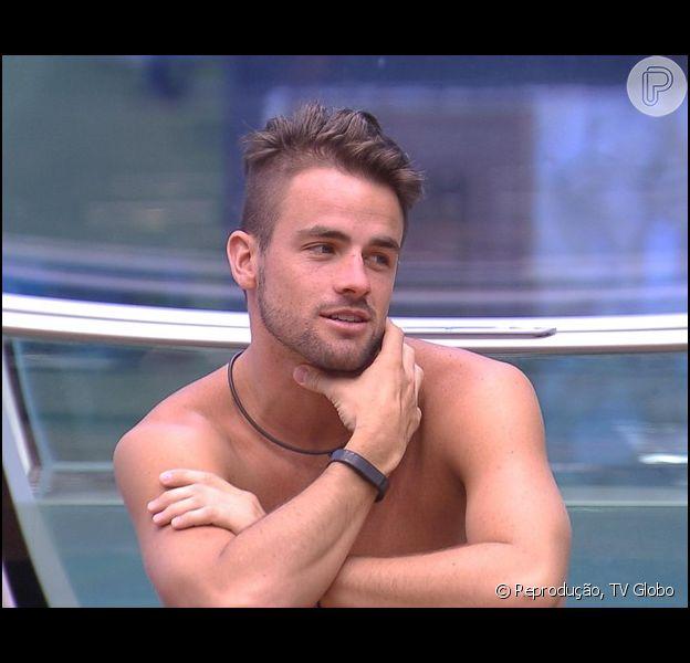Rafael confessou que seu namoro com Talita pode não vingar fora do 'Big Brother Brasil 15': 'Sendo novos e tendo objetivos diferentes é algo que pode complicar', disse