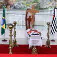 Corpo de Inezita Barroso é velado na Assembléia Legislativa em São Paulo