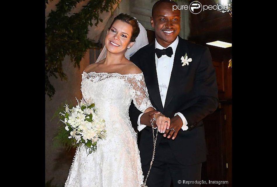 Thiaguinho e Fernanda Souza na cerimônia de casamento, no dia 24 de fevereiro de 2015. Felicidade transparente!