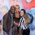 O casal está sempre sorrindo! Dessa vez ao lado da rainha dos baixinhos, Xuxa. Fernanda Souza anunciou publicamente o início do namoro com Thiaguinho no palco do 'TV Xuxa', na Globo, em 2011