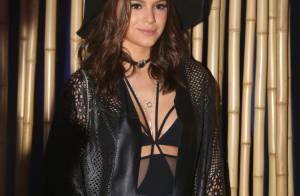 Bruna Marquezine vai ao Lollapalooza com look preto decotado: 'Eu que escolhi'