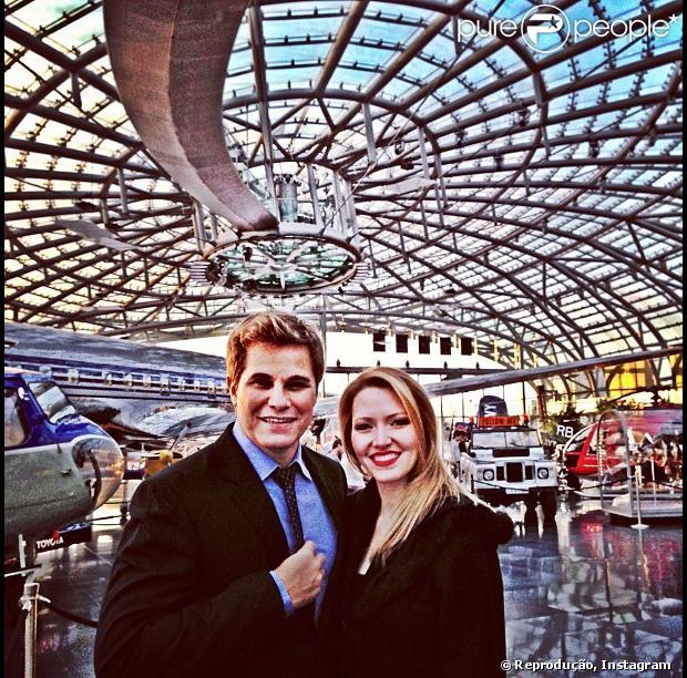 Edson Celulari posa ao lado da namorada, Karen Roepke, em Nova York, nos Estados Unidos, em 8 de maio de 2013