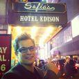Edson Celulari posta foto de hotel com letreiro com seu nome e de sua filha, Sophia