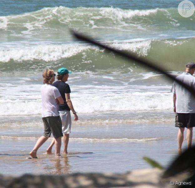 Paul McCartney curte dia em praia da Bahia, em 7 de maio de 2013