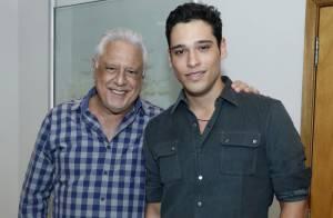 Antonio Fagundes recebe famosos na reestreia da peça 'Vermelho' em teatro do Rio