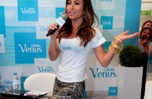 Sabrina Sato exibe boa forma durante evento em São Paulo