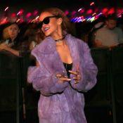 Rihanna escolhe casaco de pele para o Coachella. Veja quem mais foi ao festival