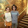 Embora desconversem sobre namoro na vida real, Isabella Santoni e Rafael Vitti já foram vistos aos beijos em um restaurante no Rio e também foram conferir juntinhos a um show