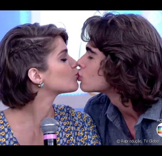 Rafael Vitti e Isabella Santoni assumem namoro no programa 'Encontro', da Globo