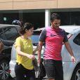 Vanessa Giácomo exibiu a boa forma ao deixar academia ao lado do marido, o empresário Giuseppe Dioguardi, na manhã desta segunda-feira, 13 de abril de 2015