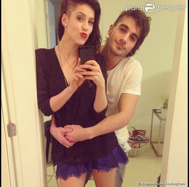 Sophia Abrahão posta foto em que ela e o namorado, Fiuk, aparecem com os cabelos raspados na lateral da cabeça, em 18 de maio de 2013